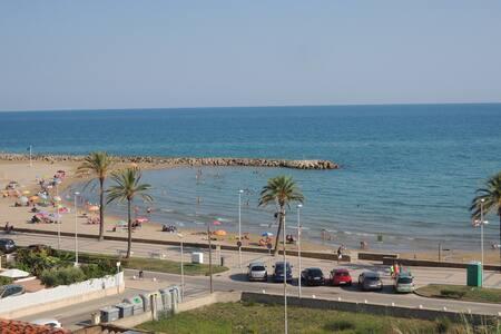 Apartamento en Cunit con vistas a la playa