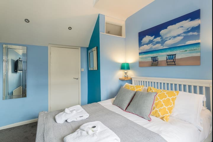 Blue Cosy DBL Room Close to Brighton Pier