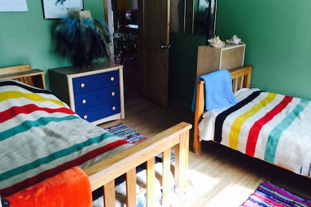 Cheerful, Affordable room w 2 beds! - Durango - Maison