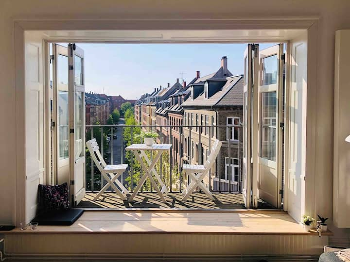 Modern and bright apartment in Frederiksberg, CPH