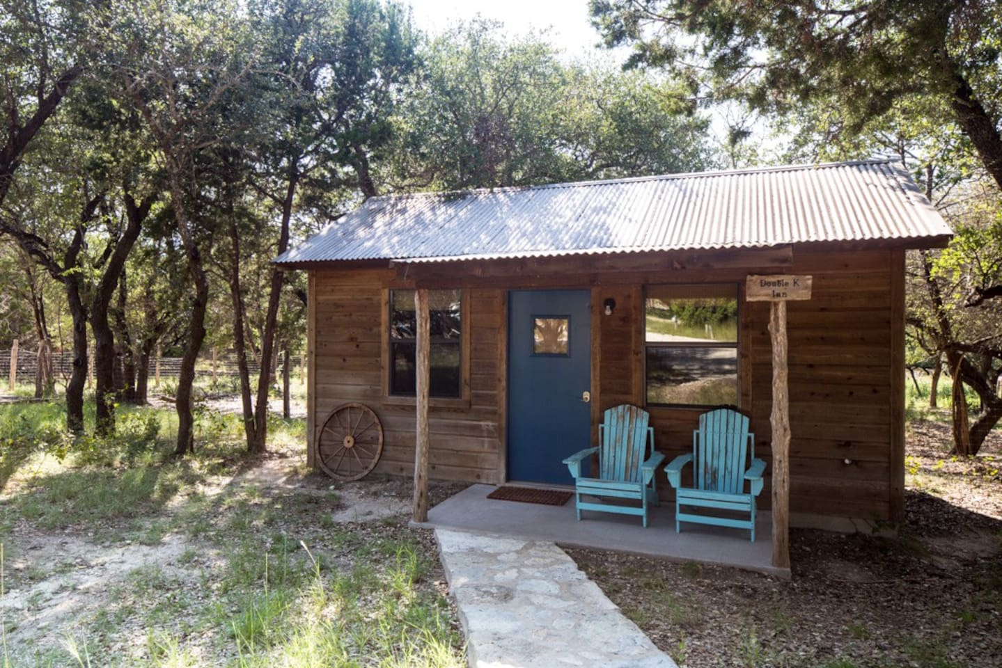 woods found cove well texas cabin pine seasoned been listing near to living the in now country lodgepole austin img some resort amazing getaway has log relocated using this tx cabins tiny