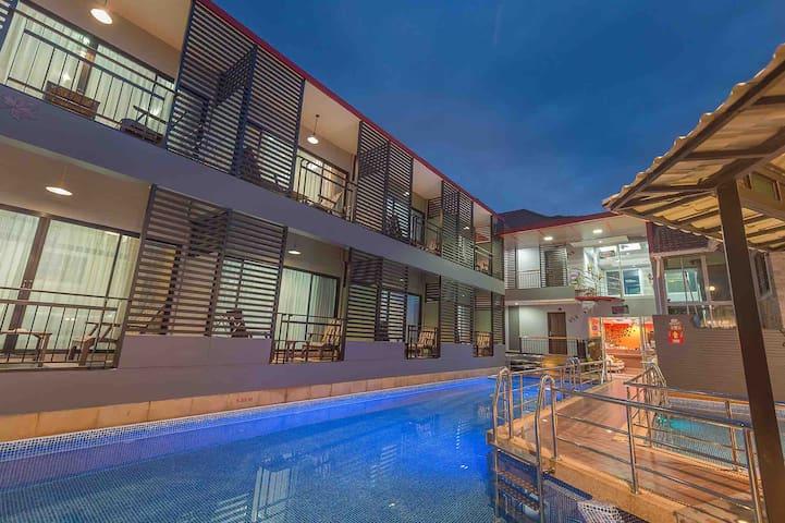 King bed w/bfst, gym & pool @Chayadolresort