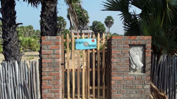 """Bhoomi Kumudu"" - unique home near  fishing hamlet"