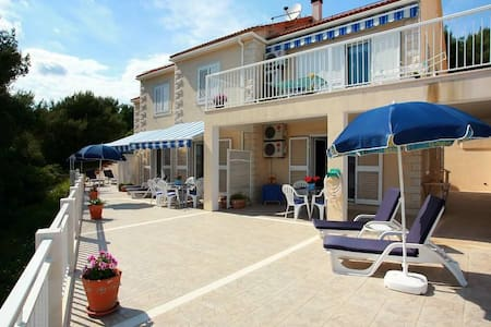 One bedroom apartment with air-conditioning Sumartin, Brač (A-2940-a) - Sumartin - Apartemen