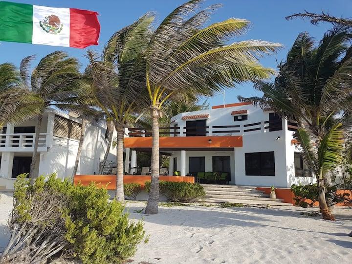 Hermosa casa, frente a la playa.