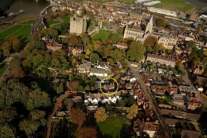 ROCHESTER Castle and Cathedral location.