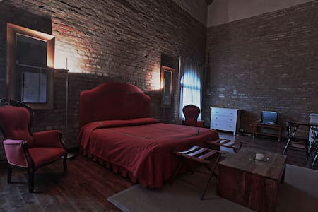 Openspace Studio in a 16th Century Castle with win - Roncade - Serviced apartment - 2