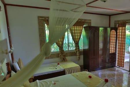 Sonniges Gästezimmer auf La Digue - La Digue - Гостевой дом