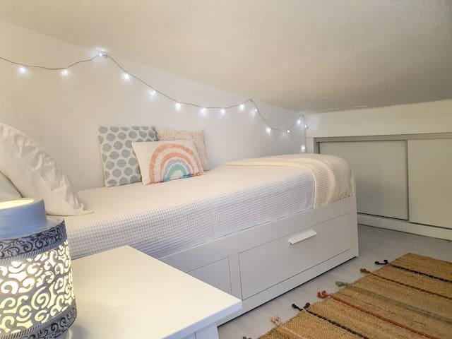 Quarto com cama extensível
