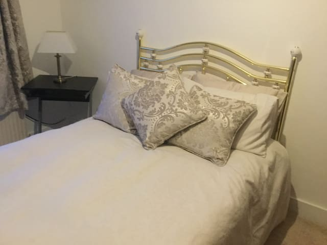 Private room ,Southend-on-Sea. Warm and friendly.