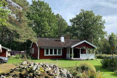 Villa i lugn och naturskön miljö.