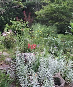 Secluded oasis just minutes from beaches and town - South Kingstown - Casa