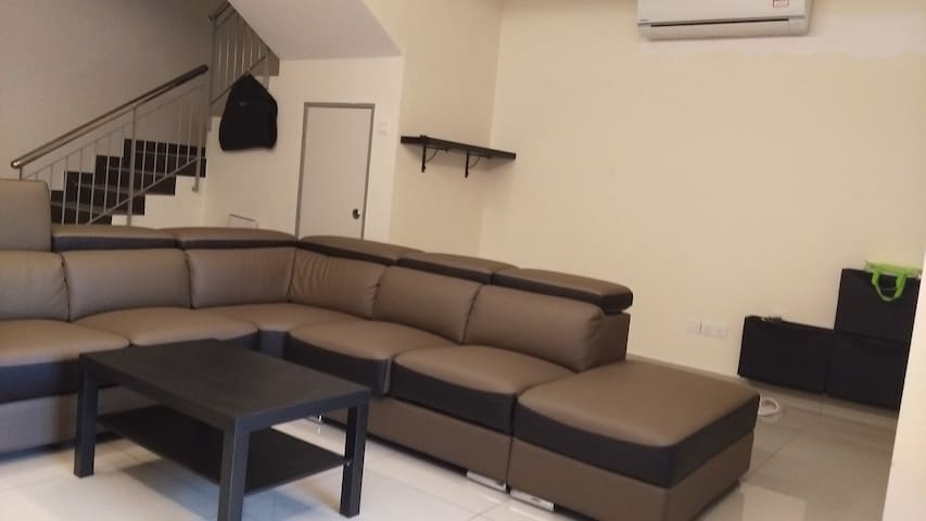 Leisure Homestay, Private Room - Seri Kembangan - Dom
