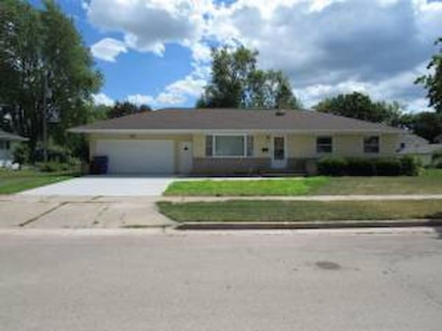 Freshly Remodeled Home in Quiet Neighborhood - Appleton - House