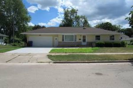 Freshly Remodeled Home in Quiet Neighborhood - Appleton