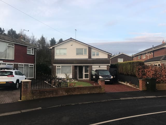 Detached large house Newcastle - Newcastle  - Huis