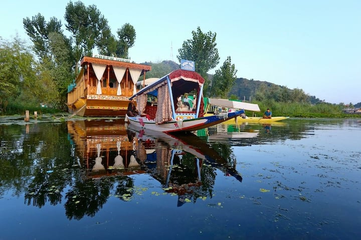 Houseboat Green view