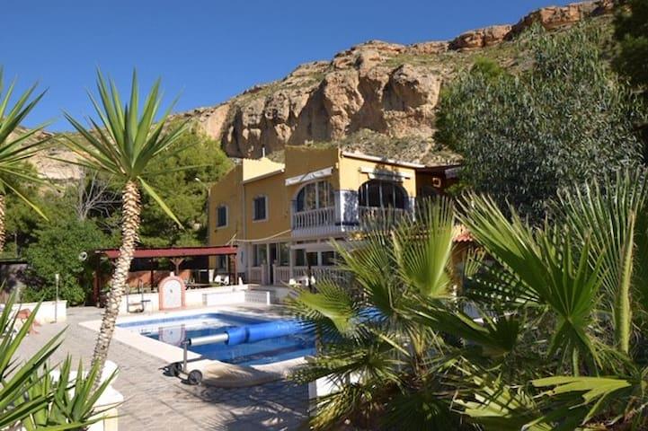 Vakantieverblijf met zwembad in uniek natuurgebie
