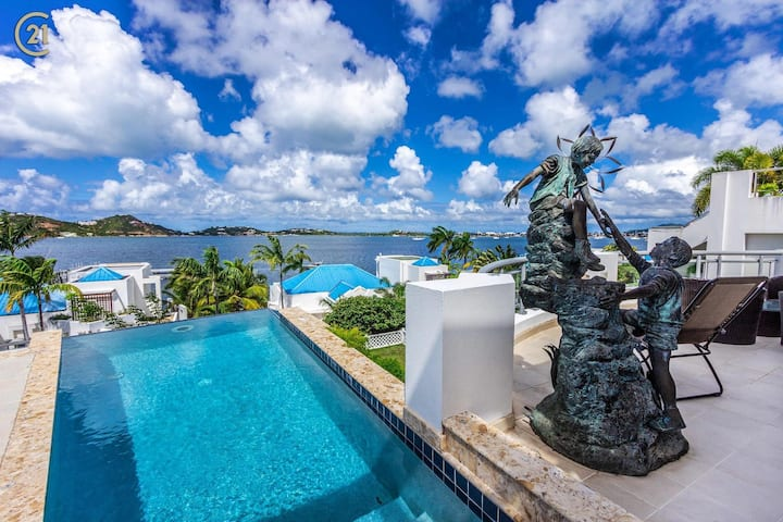 AquaMarina Villa in gated community mins to beach