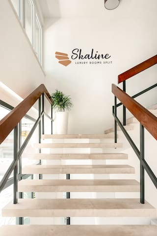 Skaline Luxury rooms - indoor entrance