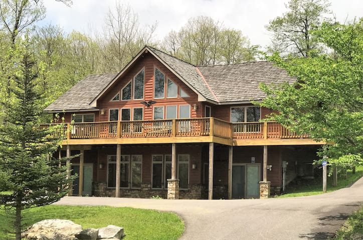 Ski in/Ski out home w/ stunning mountain views, fireplaces, hot tub, & fire pit!