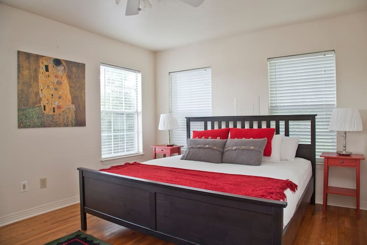 Hip Hilltop Home in Downtown Austin - Austin - Casa