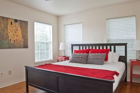 Hip Hilltop Home in Downtown Austin - Austin - Haus
