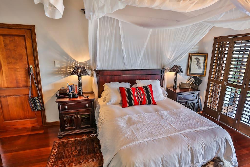 Tusker Room - Queen bed