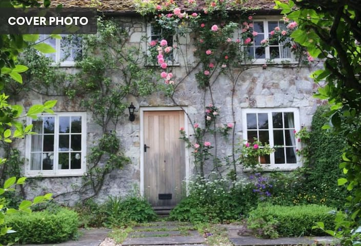 Rose-covered Grade 2 listed country cottage w Aga