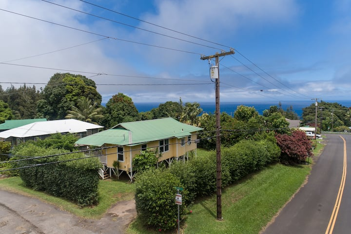 Plantation Home in Historic Honokaa Town - Near Waipio Valley - Hale Pikonia in Historic Honokaa Town