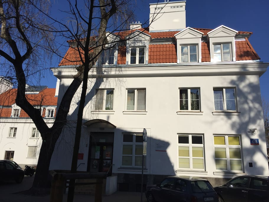 Recognizable classic for the area, a well maintained apartment house from early 20th century