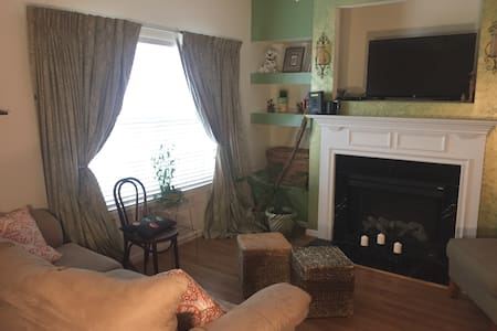 Comfy, spacious 2 bdrm townhome, private driveway