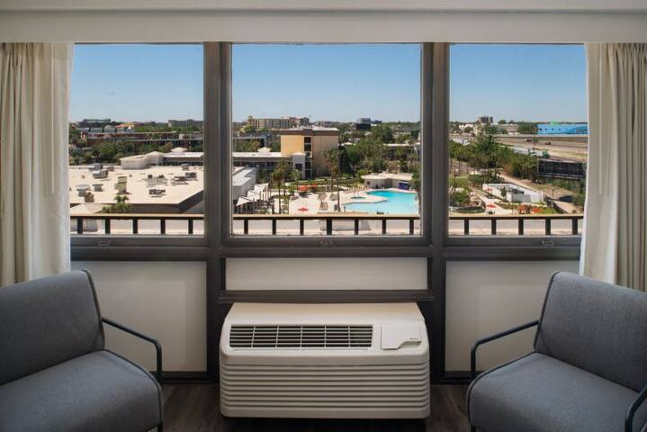 2 COZY UNITS, CLOSE TO PARKS/POOL/SHUTTLE