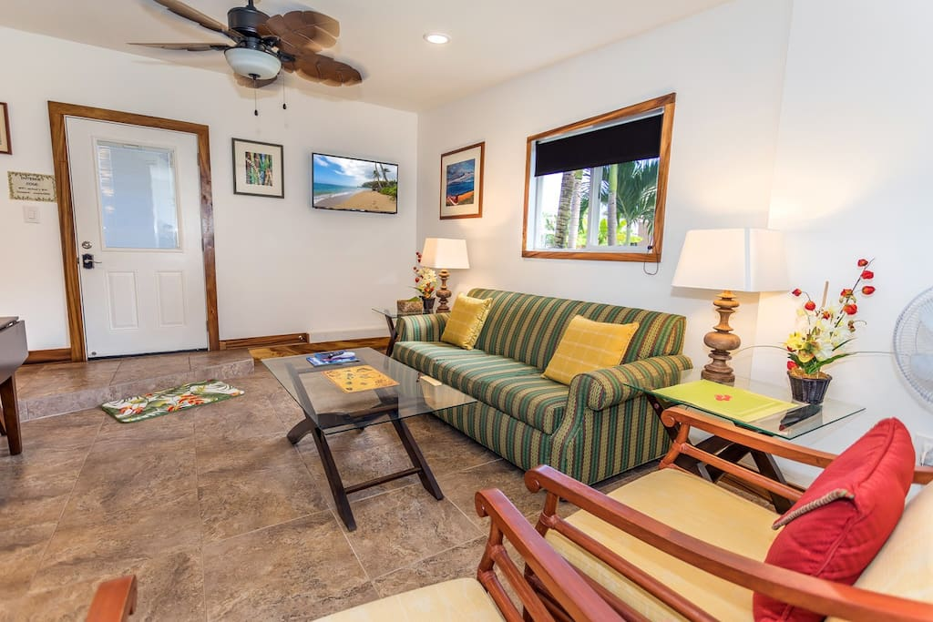 Cozy clean cottage with lots of seating and  large screen TV