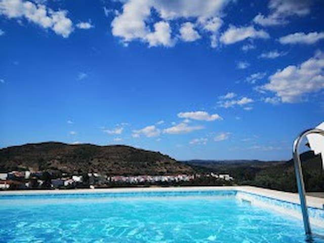 piscina privada do condomínio