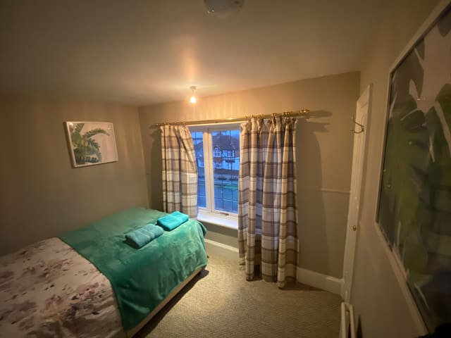 Warm Central double room with parking