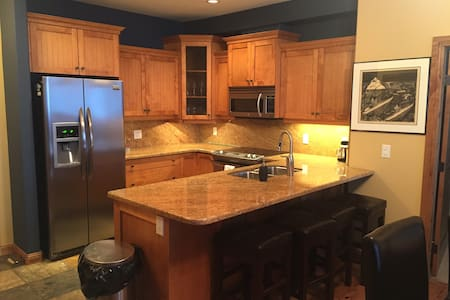 Ski to your door,  Private Hot Tub, Steam shower - Beaverdell