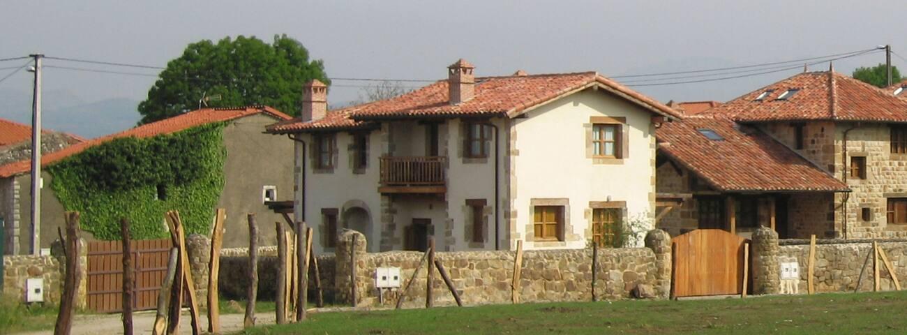 Las Casucas de Agüero - Agüero - House