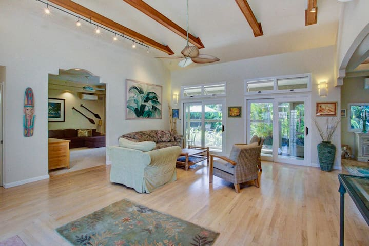 Large Home with A/C! Walk to Beach/Resort Pool