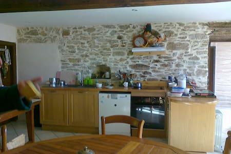 Maison villageoise familiale - Brousses-et-Villaret - Dom