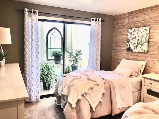 Serene bedroom/sunroom