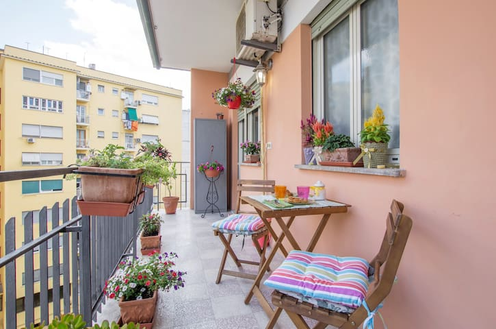 Bright and spacious apartment, close Trastevere