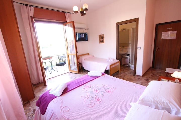 "bed & breakfast ""a casa di Gabri"" (camera rosa)"
