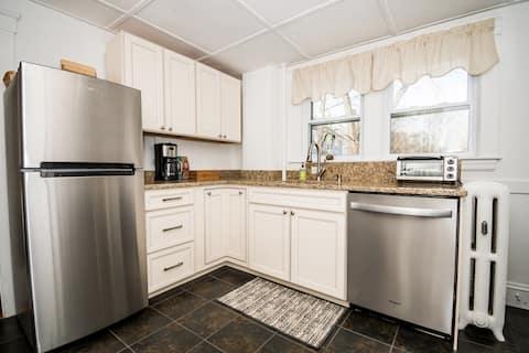Clean&Cozy 1-Bed- OwnEntrance/Kitchen/Bath+Parking