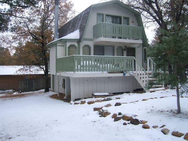 Big Bear Cabin, 3 bedrooms, 2 full baths, Sleeps 6 - Big Bear