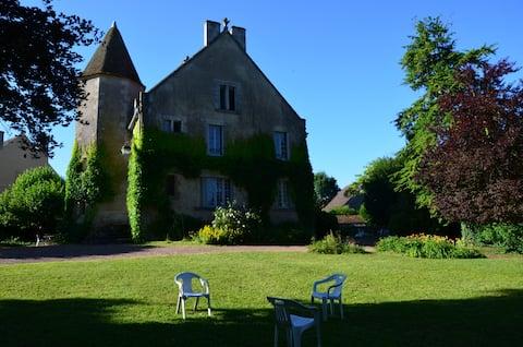 Szokatlan kastély Morvan, Burgundia kapujában.