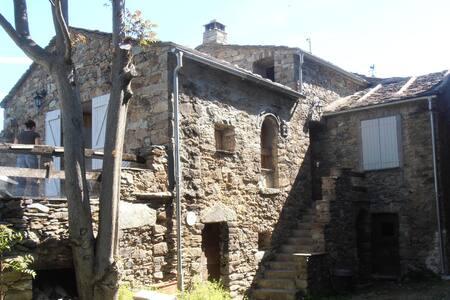 Maison de caractère dans village  Corse