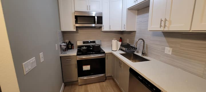 Renovated 2nd floor 1 bed/1 bath in west valley.