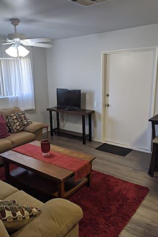 2-bedroom apt in beautiful Redlands Neighborhood