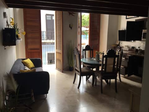 Exquisitely decorated loft, great for couples!